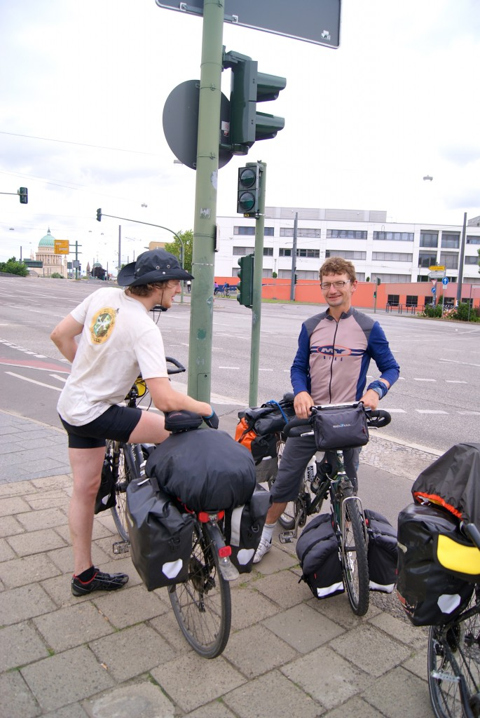 Un Suisse, rencontré à l'entrée de Berlin, habitué du long cours à vélo.