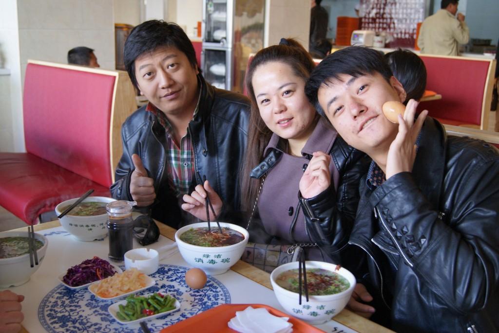 Yenlo et nos amis qui nous accueille deux jours à Jiuquan