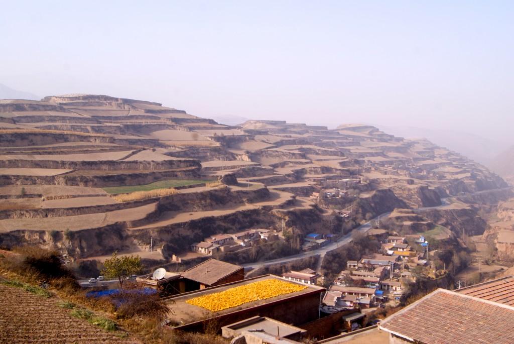 Terrasses façonnées par l'homme à la sortie de Lanzhou