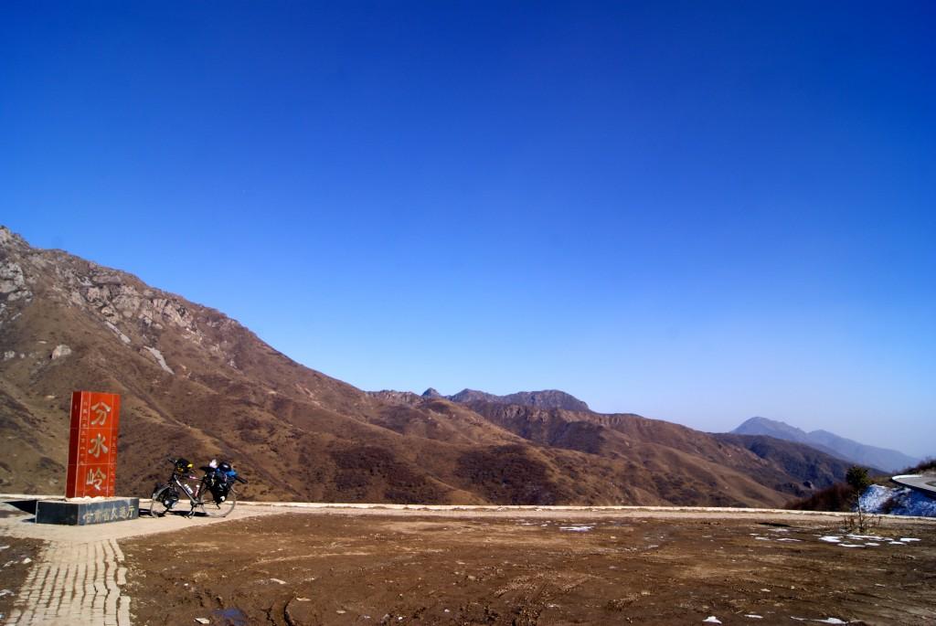 Premier col que nous gravissons après avoir quitté Lanzhou, 3 000m d'altitude
