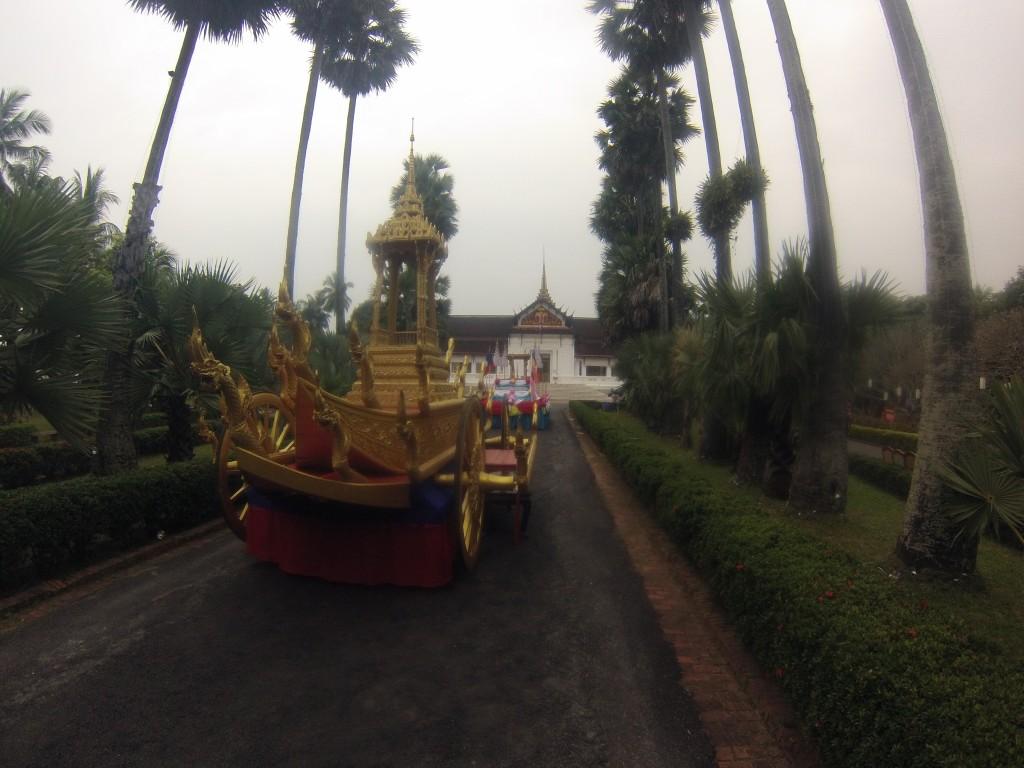 Le Char dédié au Phra Bang,  le Bouddha D'or