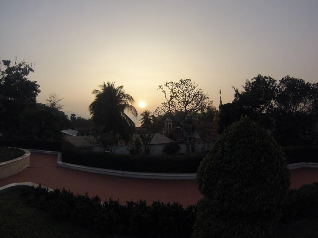 Coucher de soleil dans les jardins du Temple D'or