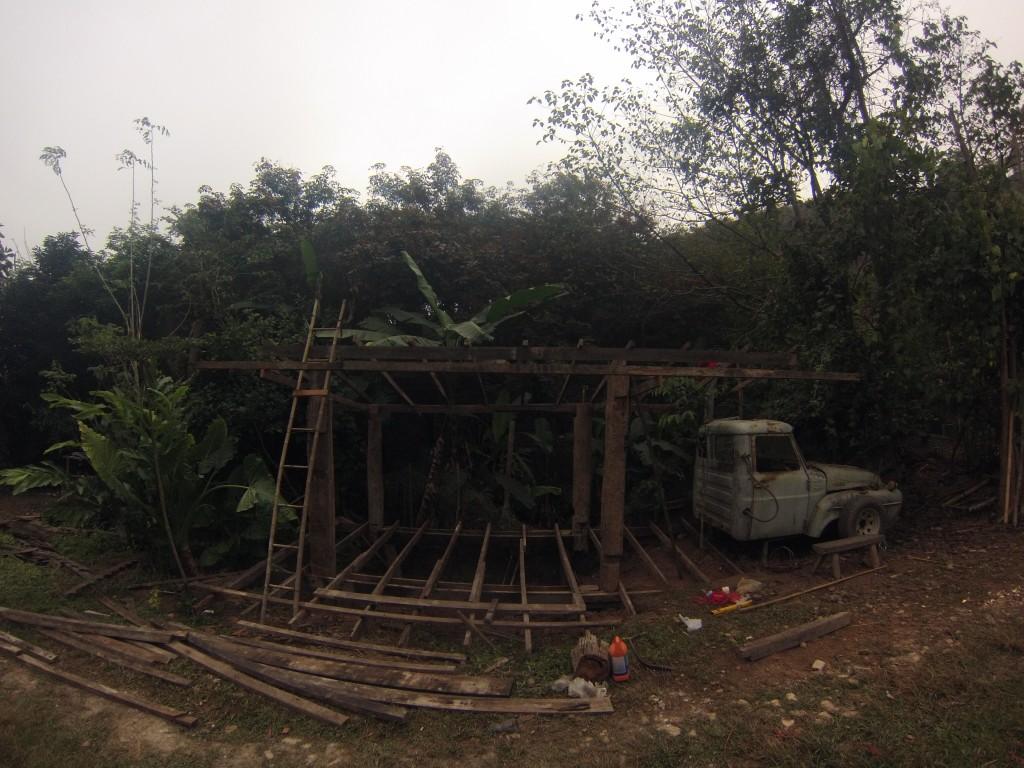 Construction d'un bar dans la ferme de Odd