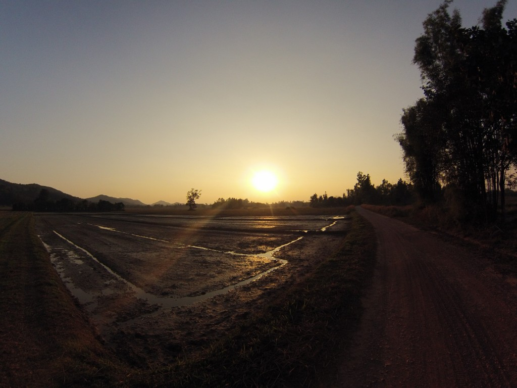 Coucher de soleil sur la campagne nord taillandaise