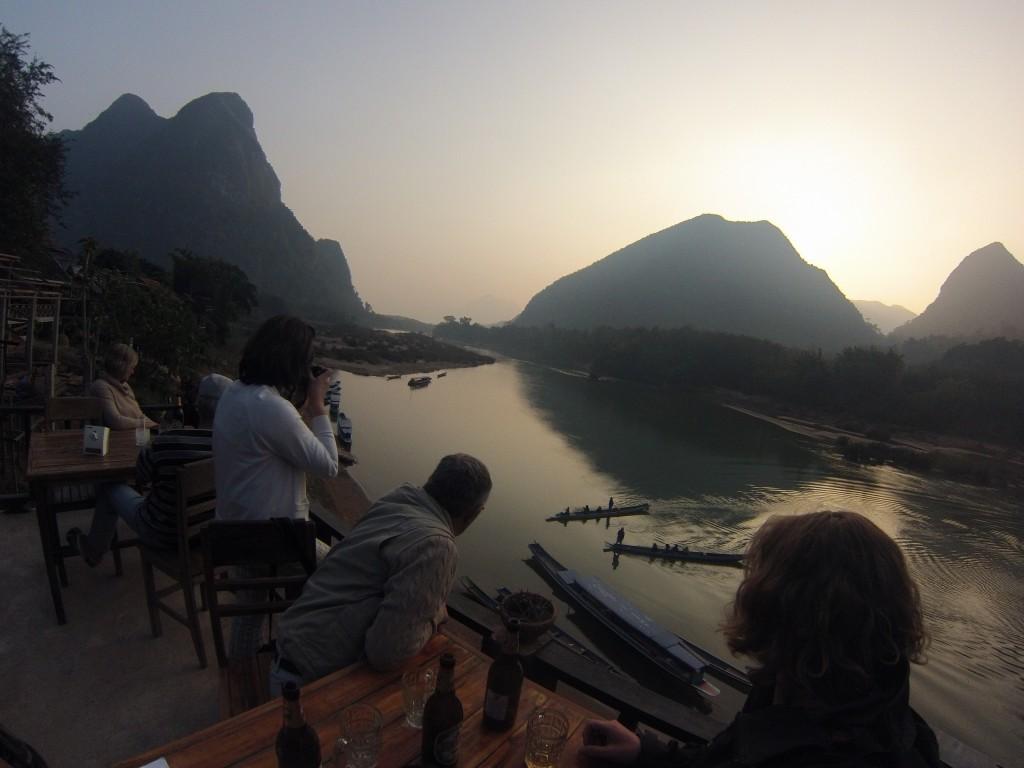 Coucher de soleil sur la rivière Nam Kahn