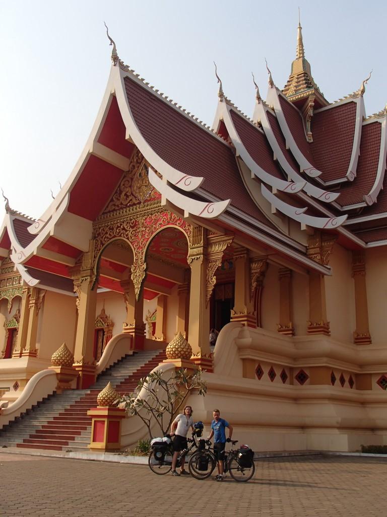 Le Hor Thammasapha sur  L'esplanade du Pha That Luang (crédit photos Sandra Gilles)