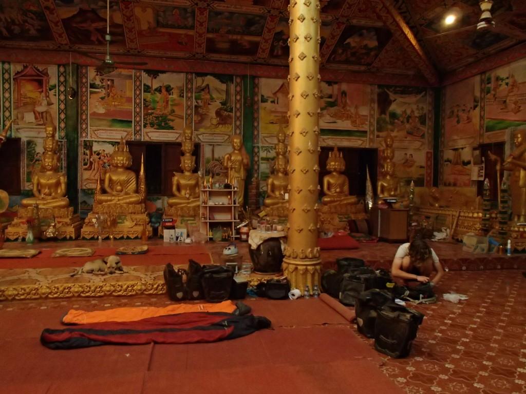 Nuit au temple, sous la protection de Bouddha (crédit photos Sandra Gilles)