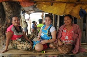 3 femmes laotiennes rencontrées à mon arrivée sur l'île de Don Khong