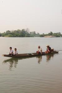 Retour de l'école en barque
