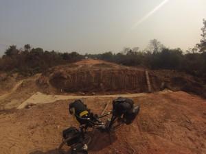 Route, rive ouest du Mékong
